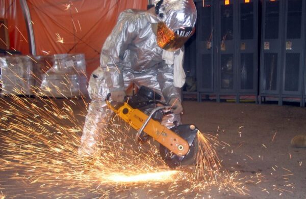 man-construction-metal-machine-industry-saw-1230601-pxhere.com_-e1522290196753